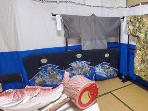 夷子大黒綱引きの衣装の展示と綱引きのパネル展