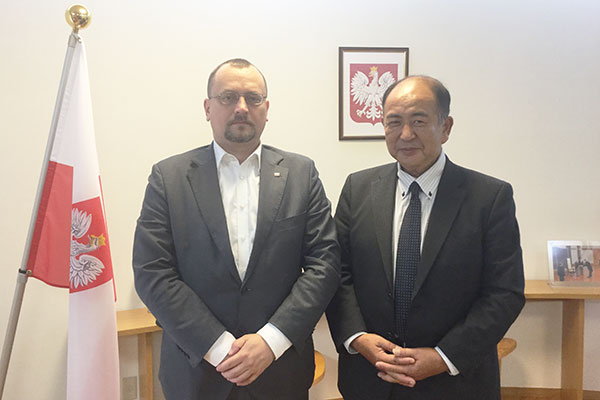 Chairperson Ikeda with the Ambassador of the Republic of Poland to Japan, Mr. Jacek Izydorczyk